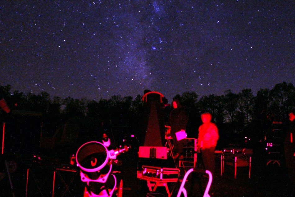 Astronomy Observers At Cherry Springs State Park In Pennsylvania With Milky Way In Background Astronomy Magazine Interactive Star Charts Planets Meteors Comets Telescopes